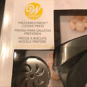 Wilton Kitchen - NEW Wilton Cookie Press Preferred Press 12 Discs